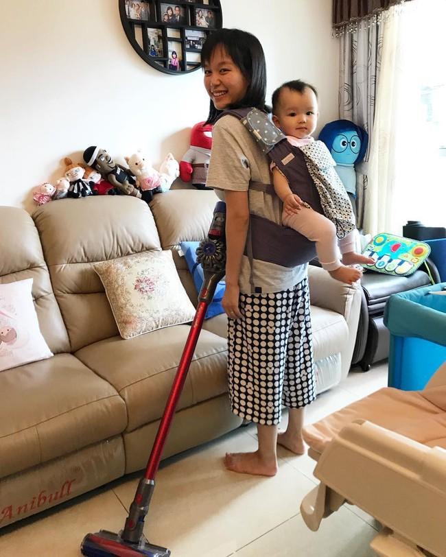 Bỏ việc ngân hàng để làm mẹ toàn thời gian, mẹ 30 tuổi tiết lộ thời khóa biểu gây sốc: Nội trợ là nghề vất vả nhất thế gian - Ảnh 1.
