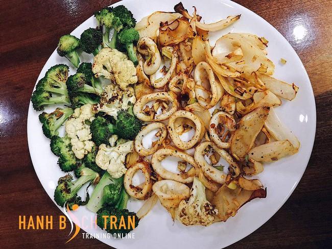 Huấn luyện viên gợi ý tự nấu ăn theo thực đơn giảm cân siêu chuẩn - Ảnh 2.