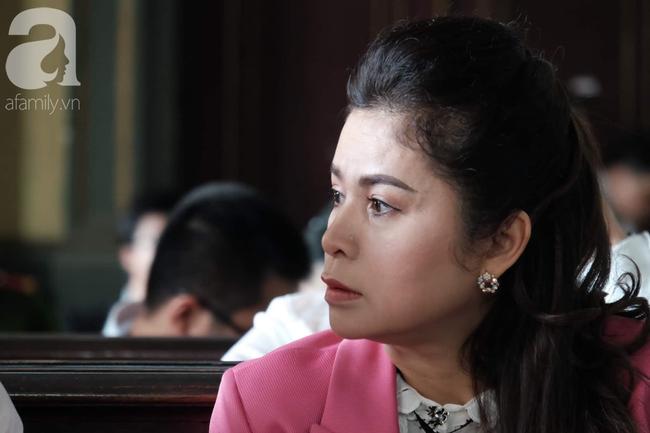 Ngày thứ 5 xét xử vụ ly hôn Trung Nguyên: Ông Vũ tươi cười đến tòa, bà Thảo tiếp tục căng thẳng - Ảnh 3.