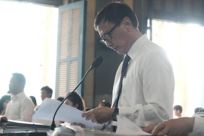 Ngày thứ 5 xét xử vụ ly hôn Trung Nguyên: Ông Vũ tươi cười đến tòa, bà Thảo tiếp tục căng thẳng - Ảnh 5.