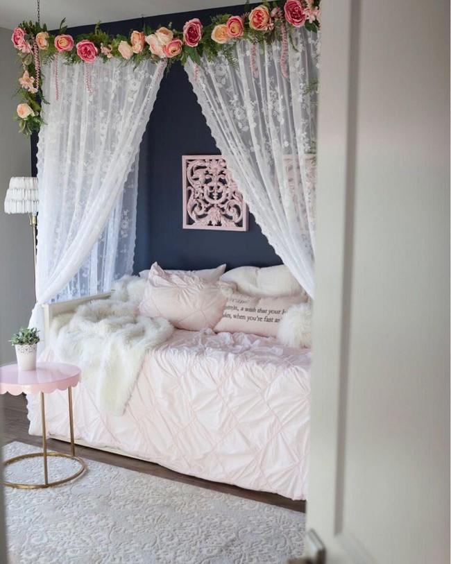 Trang trí giường cưới đẹp ngọt ngào và lãng mạn với hoa tươi - Ảnh 5.