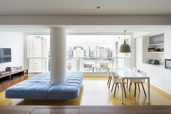 Studio biến thành căn hộ hiện đại trong tích tắc nhờ điều chỉnh rèm cửa và nội thất - Ảnh 1.