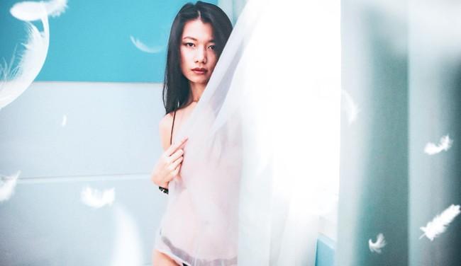 Bị chỉ trích chụp ảnh như phim khiêu dâm, nữ diễn viên Thương nhớ ở ai bất chấp tung tiếp loạt hình táo bạo - Ảnh 2.