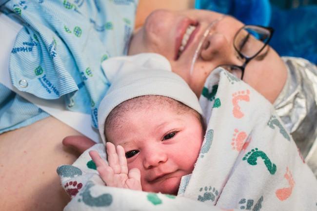 Chùm ảnh xúc động về những ca sinh mổ cho ta thấy các bà mẹ mới là những chiến binh thực thụ trên đời - Ảnh 5.