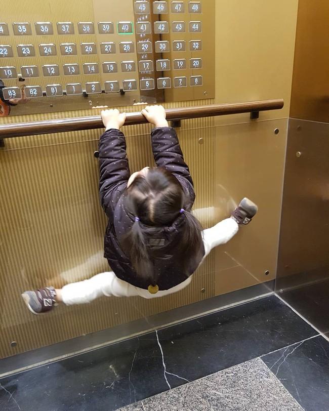 Điểm mặt những hành vi xấu xí thường thấy trong thang máy, bạn có thể giật nảy vì thấy mình trong đó - Ảnh 4.