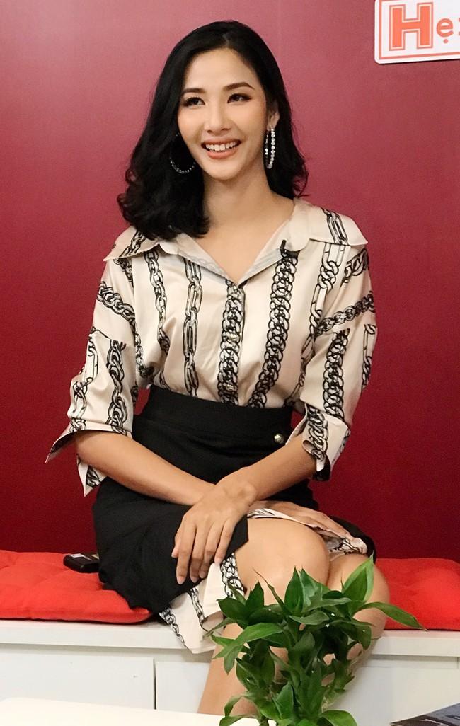 Hoàng Thùy khẳng định không cạnh tranh, giành giật khi đi thi Hoa hậu  - Ảnh 2.