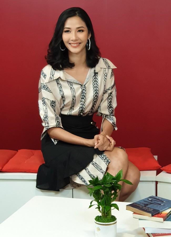Hoàng Thùy khẳng định không cạnh tranh, giành giật khi đi thi Hoa hậu  - Ảnh 5.
