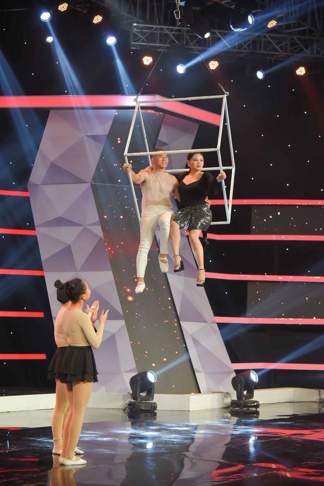 Cười ngất trước cảnh Lê Giang sợ rơi đồ giả vì treo mình trên không  - Ảnh 5.