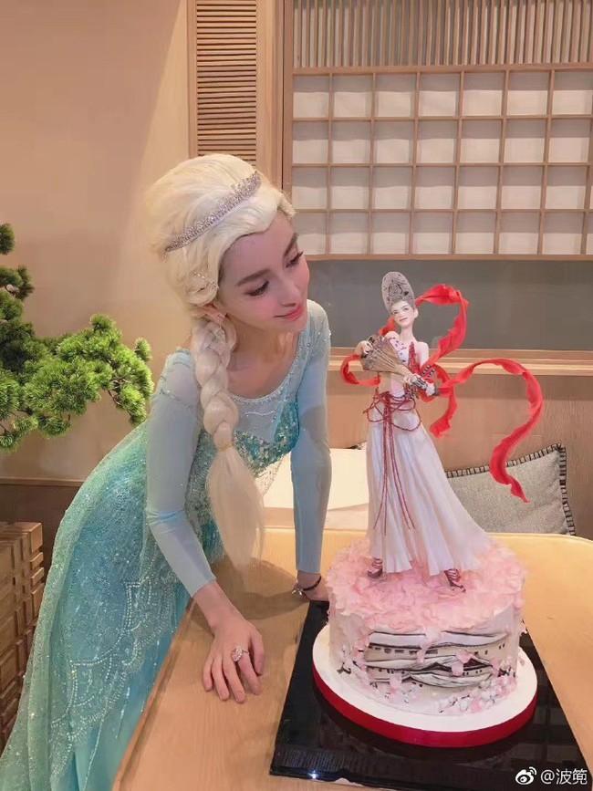 Sinh nhật hoành tráng của Angela Baby: Nữ chính cosplay Elsa, dàn bạn quẩy hết mình, nhưng ông xã không có mặt? - Ảnh 1.