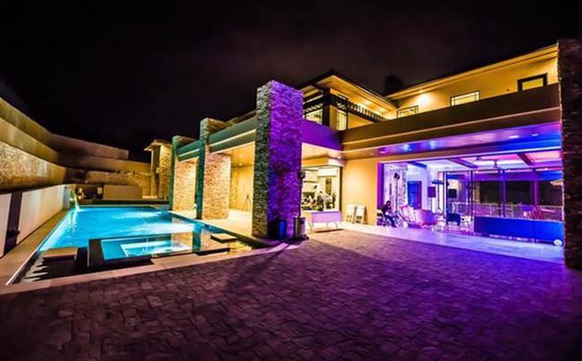 Những căn biệt thự triệu đô của sao Vbiz trên đất Mỹ: Bằng Kiều 2.000 m2 vẫn chưa khủng bằng nghệ sĩ này! - Ảnh 13.
