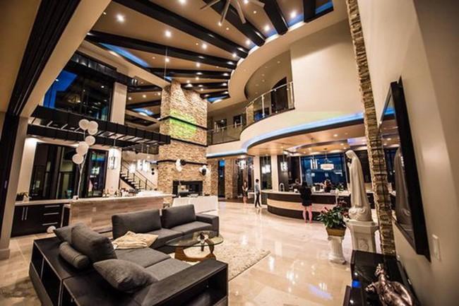 Những căn biệt thự triệu đô của sao Vbiz trên đất Mỹ: Bằng Kiều 2.000 m2 vẫn chưa khủng bằng nghệ sĩ này! - Ảnh 15.