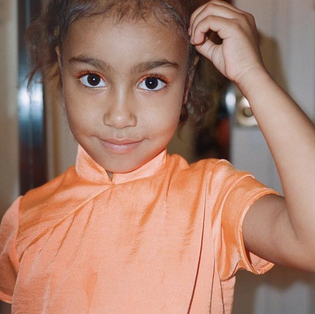 Trong khi lắm người đang ế mòn mỏi thì con gái 5 tuổi của Kim Kardashian được bạn trai tặng hẳn vòng Tiffany & Co. - Ảnh 7.
