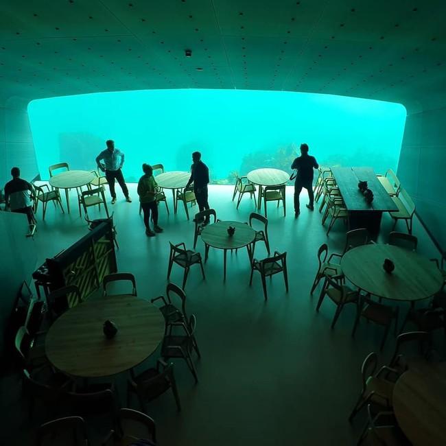 Nhà hàng dưới nước đầu tiên tại châu Âu gây sốt trên toàn thế giới: Đầu tháng 4 mới khai trương nhưng đã kín lịch đặt chỗ đến tận tháng 9 - Ảnh 14.