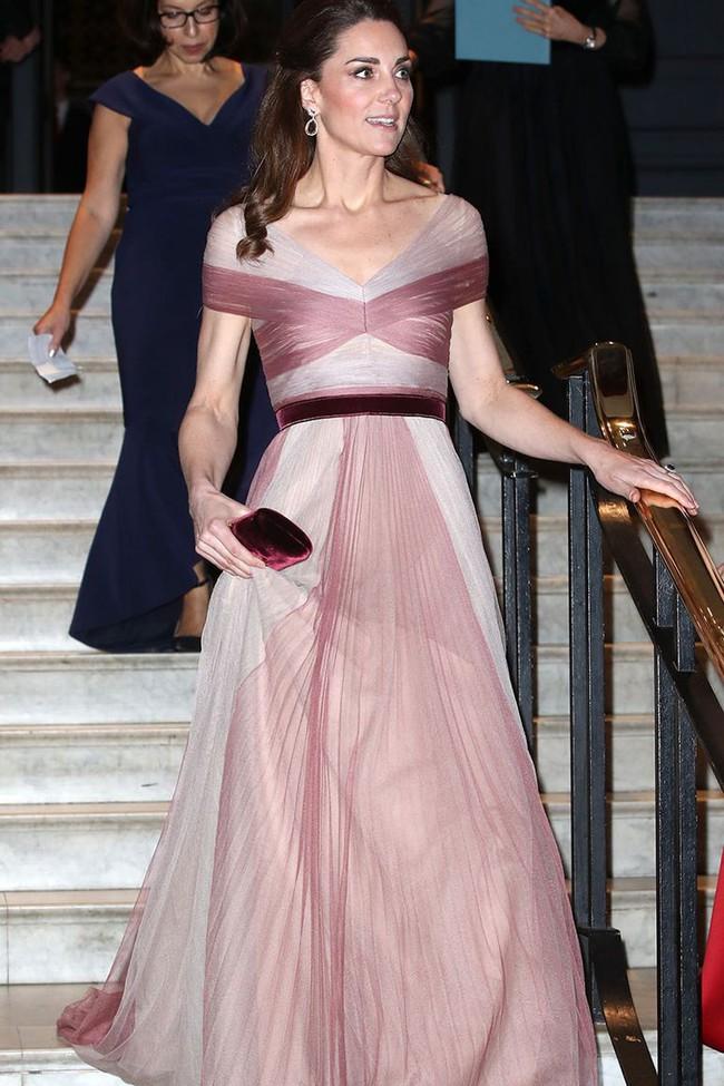 Chiêu mộ cựu biên tập viên Vogue về làm stylist, bảo sao phong cách của Công nương Kate gần đây thăng hạng thấy rõ - Ảnh 3.