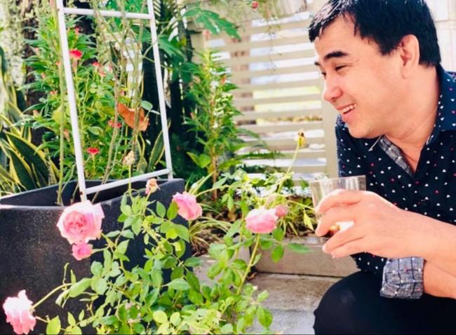 Vườn hồng với đủ loại hồng cổ, hồng ngoại khoe sắc trong biệt thự của MC Quyền Linh - Ảnh 4.