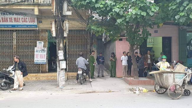 Vụ thầy cúng đâm cả nhà hàng xóm ở Nam Định: Lúc đối tượng gây án, cháu bé 18 ngày tuổi đang trong tay mẹ - Ảnh 1.