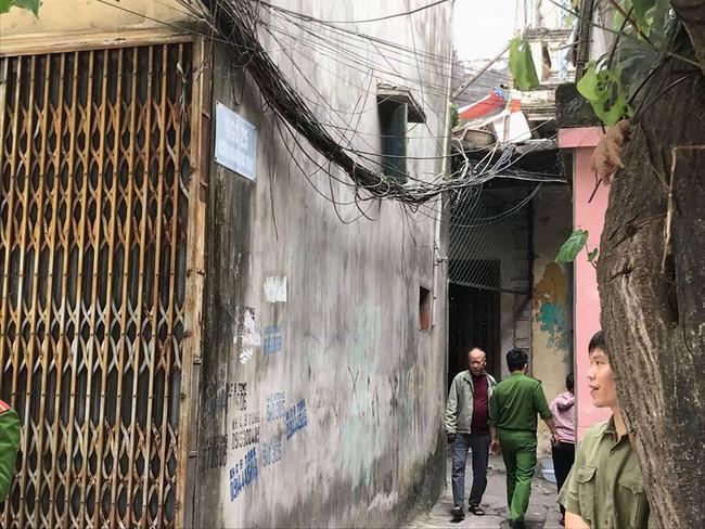 Vụ thầy cúng đâm cả nhà hàng xóm ở Nam Định: Lúc đối tượng gây án, cháu bé 18 ngày tuổi đang trong tay mẹ - Ảnh 2.
