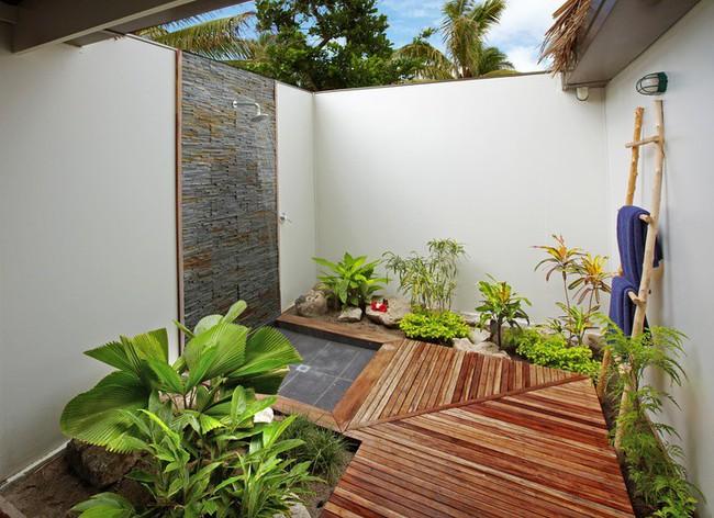 8 mẫu phòng tắm ngoài trời vừa đẹp vừa dễ để bạn biến cuộc sống tại nhà không khác gì ở các resort sang chảnh - Ảnh 5.