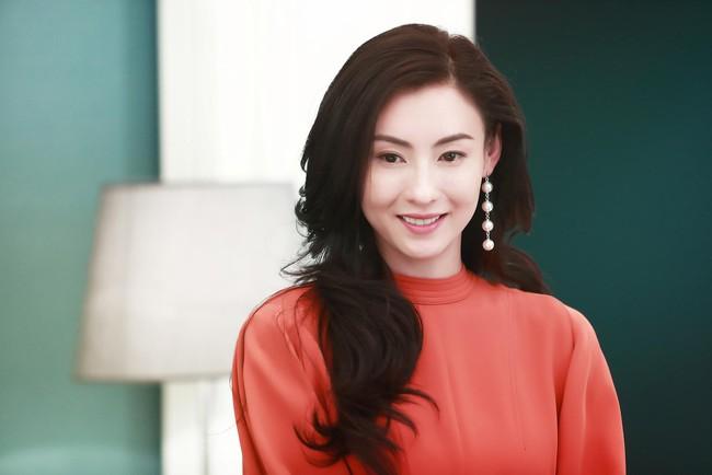 """Hậu lùm xùm sinh con thứ 3, Trương Bá Chi lại bị ném đá vì hướng dẫn makeup """"xinh đẹp mà không có tâm"""" - Ảnh 1."""