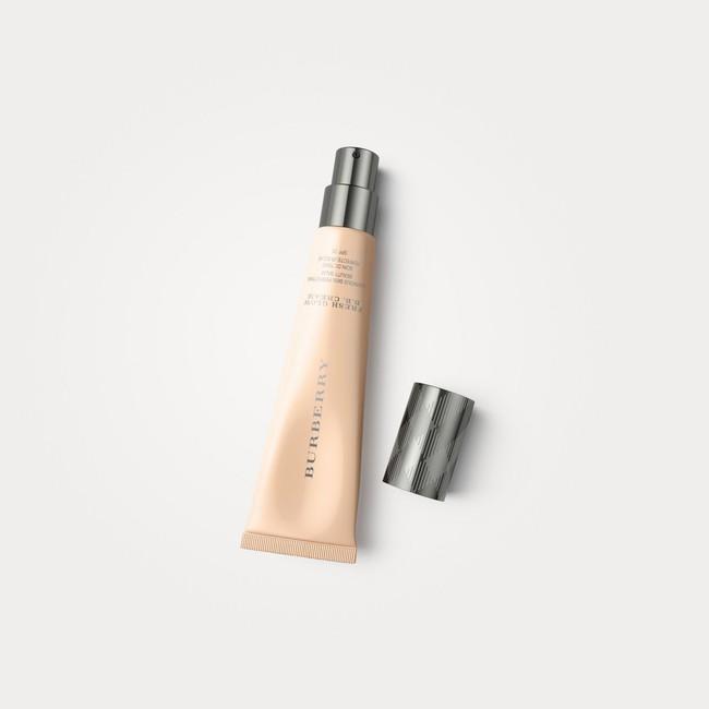 Sắm 7 em kem nền mỏng nhẹ này, bạn sẽ có lớp nền tự nhiên như đẹp sẵn lại vừa dưỡng da khỏe đẹp luôn thể - Ảnh 4.