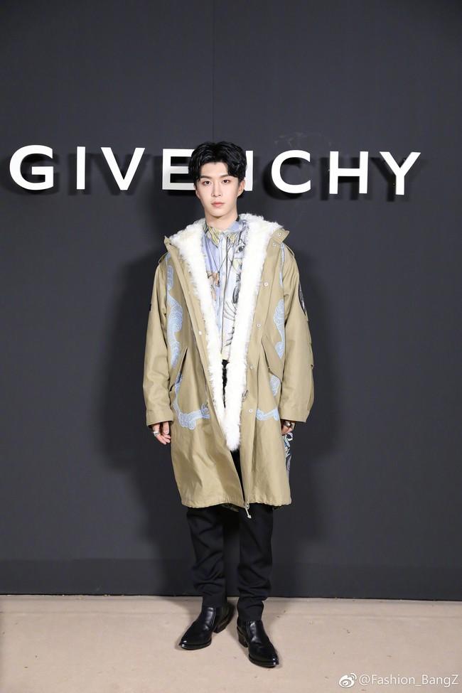"""Ngày """"em hơn chị"""" đã đến: Em trai Phạm Băng Băng cao vượt mặt đàn chị, điển trai ngời ngời tại show Givenchy - Ảnh 3."""