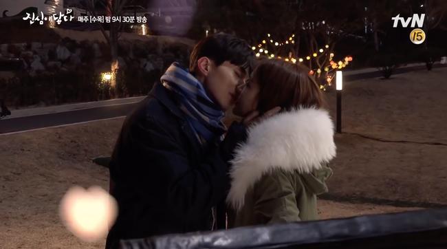 Hậu trường cảnh hôn lãng mạn đâu không thấy, chỉ thấy Lee Dong Wook - Yoo In Na cười từ đầu tới cuối - Ảnh 8.