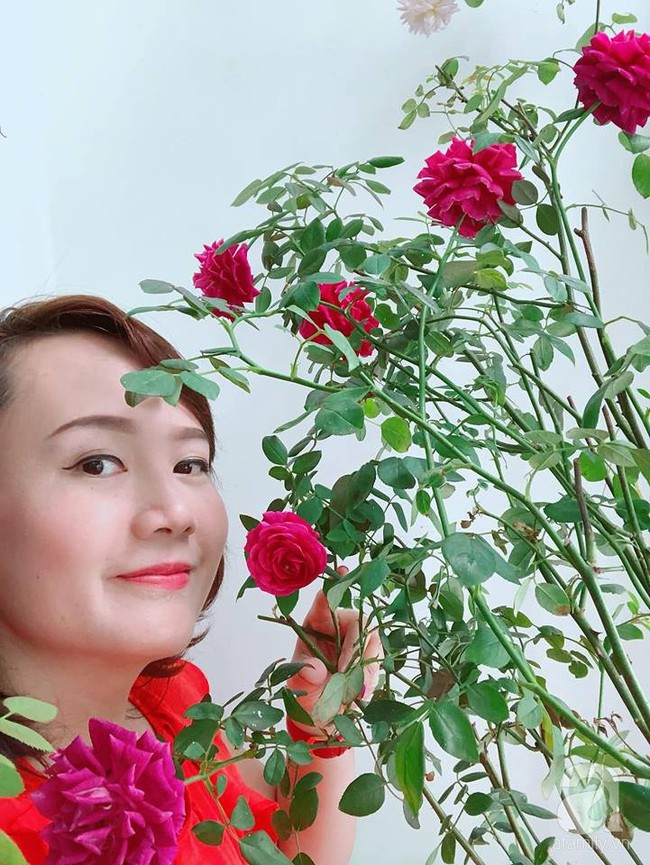 Ban công chỉ vỏn vẻn 5m² nhưng bốn mùa nở hoa và tổ ấm tràn ngập hương thơm của mẹ Hà Thành - Ảnh 4.