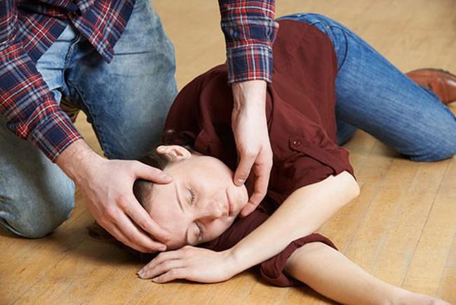 Nam diễn viên Luke Perry qua đời ở tuổi 52 sau một cơn đột quỵ, cảnh báo bệnh ngày càng trẻ hóa đáng sợ! - Ảnh 5.