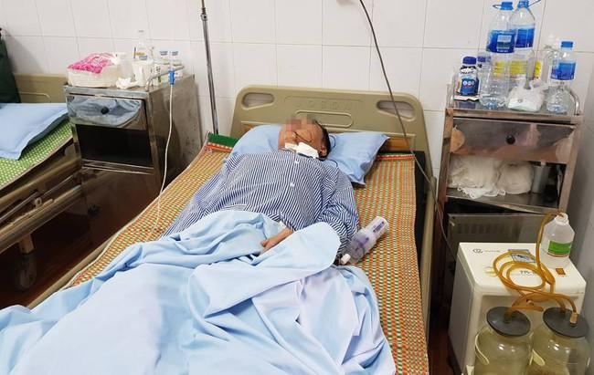 Chủ quan với vết loét miệng do nghiện hút thuốc lá, người đàn ông ở Hà Nội tá hoả khi bị ung thư - Ảnh 2.