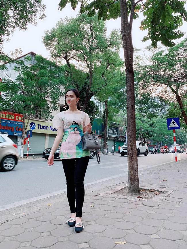 Được Duy Mạnh tặng giày hiệu, Quỳnh Anh đi đâu làm gì cũng chỉ diện quà mà bạn trai mua - Ảnh 2.