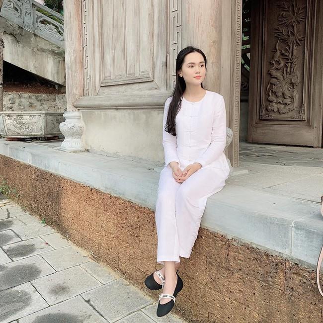 Được Duy Mạnh tặng giày hiệu, Quỳnh Anh đi đâu làm gì cũng chỉ diện quà mà bạn trai mua - Ảnh 6.