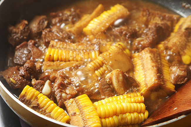 Mẹ chồng phản đối khi tôi cho nguyên liệu này vào món sườn kho nhưng ăn rồi thì khen hết lời - Ảnh 4.