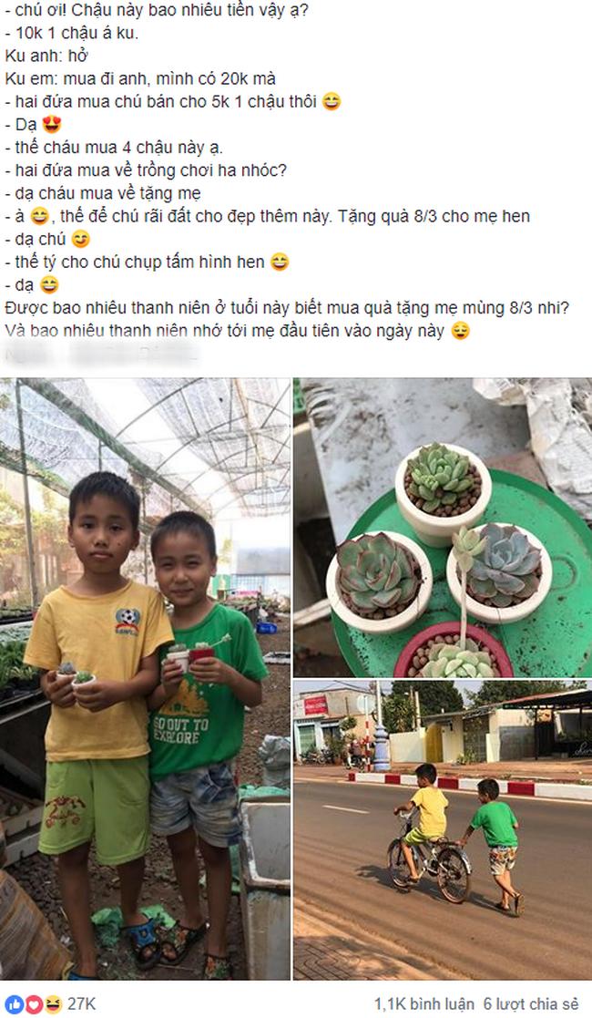 Hình ảnh 2 cậu bé dành dụm tiền mua hoa sen đá tặng mẹ khiến dân mạng thả tim rần rần - Ảnh 1.
