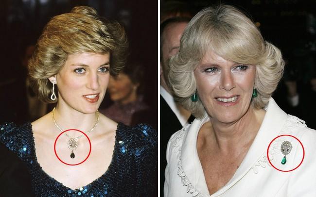 Cư dân mạng bất bình khi người thứ ba Camilla vô tư diện lại món nữ trang từng thuộc về Công nương Diana - Ảnh 1.