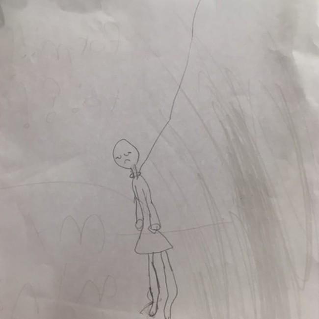 Thấy bức tranh con gái 7 tuổi vẽ, bà mẹ hoảng hồn nhận ra sai lầm chết người của mình và lên tiếng khẩn thiết cảnh báo phụ huynh - Ảnh 3.