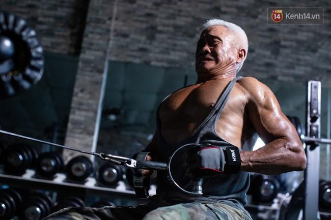 Chú thợ hồ 62 tuổi có thân hình lực sĩ ở Sài Gòn: Đi coi phim Mỹ thấy diễn viên sao đẹp quá, to con quá, chú mê! - Ảnh 2.