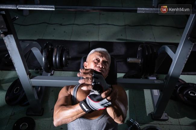 Chú thợ hồ 62 tuổi có thân hình lực sĩ ở Sài Gòn: Đi coi phim Mỹ thấy diễn viên sao đẹp quá, to con quá, chú mê! - Ảnh 5.