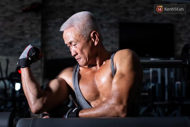 Chú thợ hồ 62 tuổi có thân hình lực sĩ ở Sài Gòn: Đi coi phim Mỹ thấy diễn viên sao đẹp quá, to con quá, chú mê! - Ảnh 8.