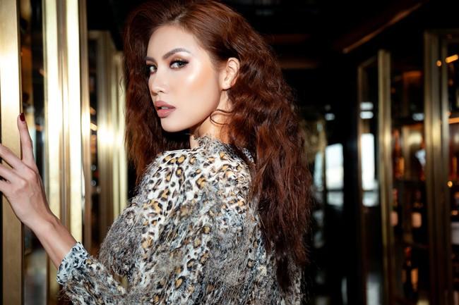 Minh Tú khoác trang phục họa tiết da beo, tự tin sải bước như nữ hoàng  - Ảnh 9.