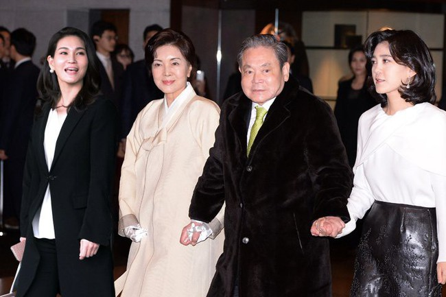 Tình yêu sét đánh của ái nữ Samsung và cậu út tờ báo danh tiếng Hàn Quốc mở ra cuộc hôn nhân viên mãn đến khó tin gần 2 thập kỷ - Ảnh 1.
