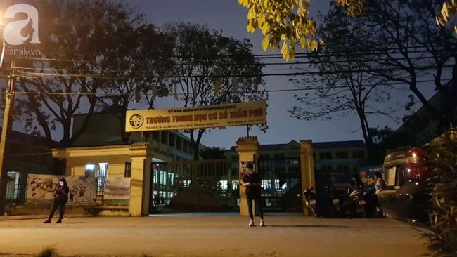 Vụ thầy giáo nghi dâm ô nhiều học sinh nam ở Hà Nội: Công an, nhà trường đang họp khẩn, học sinh hoang mang - Ảnh 7.