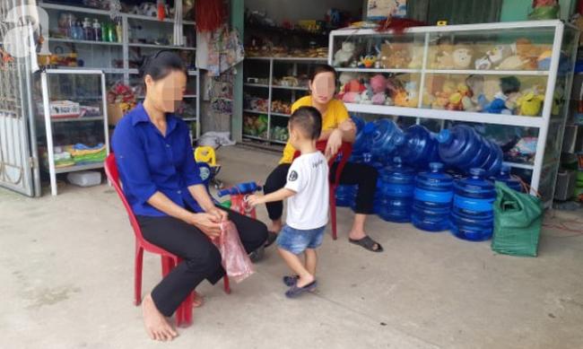 Vụ cô giáo nghi nhét chất bẩn vào vùng kín bé gái 5 tuổi ở Thái Nguyên: Hiệu trưởng phản bác, cô giáo im lặng chờ điều tra - Ảnh 9.