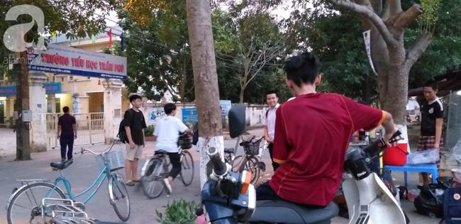 Vụ thầy giáo nghi dâm ô nhiều học sinh nam ở Hà Nội: Công an, nhà trường đang họp khẩn, học sinh hoang mang - Ảnh 4.