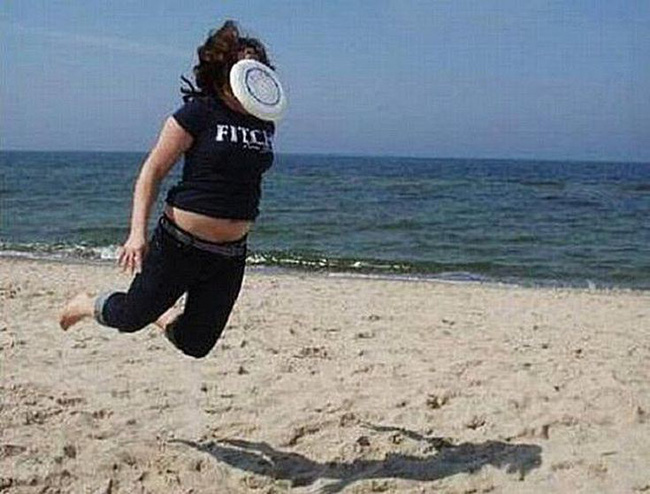 Những bức ảnh ấn tượng chỉ có thể bắt gặp ở bãi biển khiến ai nhìn thấy cũng phải cười sái quai hàm mới thôi - Ảnh 1.