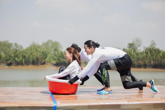 Running Man phiên bản Việt: Công chúa Minh Hằng vừa xuất hiện đã bị ngã chổng vó xuống nước - Ảnh 4.