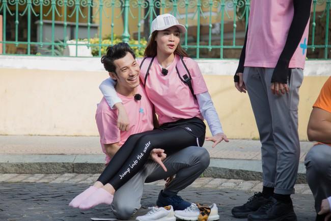 Running Man phiên bản Việt: Công chúa Minh Hằng vừa xuất hiện đã bị ngã chổng vó xuống nước - Ảnh 2.