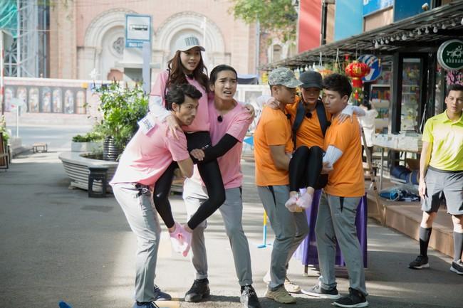 Running Man phiên bản Việt: Công chúa Minh Hằng vừa xuất hiện đã bị ngã chổng vó xuống nước - Ảnh 3.