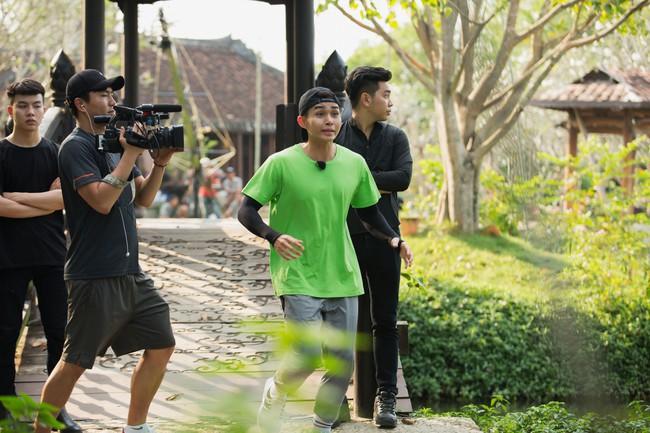 Running Man phiên bản Việt: Công chúa Minh Hằng vừa xuất hiện đã bị ngã chổng vó xuống nước - Ảnh 9.
