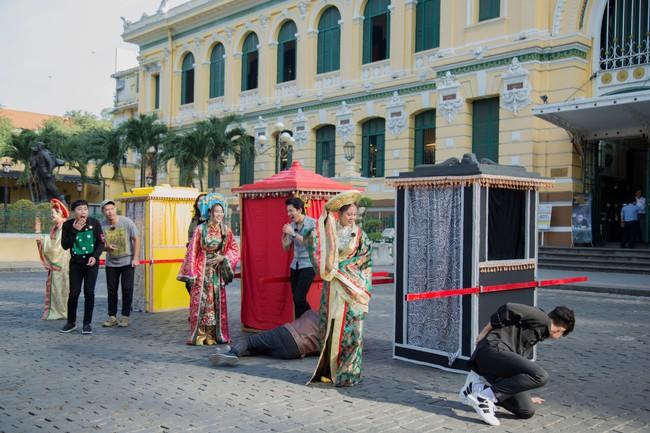 Running Man phiên bản Việt: Công chúa Minh Hằng vừa xuất hiện đã bị ngã chổng vó xuống nước - Ảnh 1.