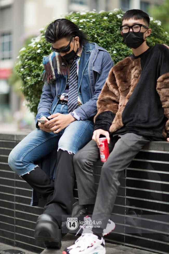 Street style ngày 1 của Tuần lễ thời trang: Ai không biết lại tưởng giới trẻ Việt chơi Halloween sớm tận nửa năm - Ảnh 16.